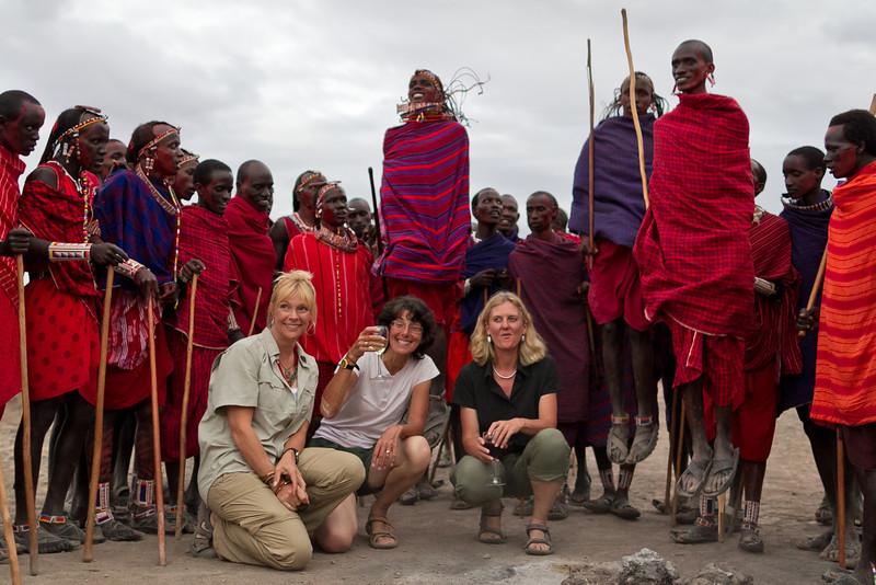 girls with the masai dancers -7544.jpg