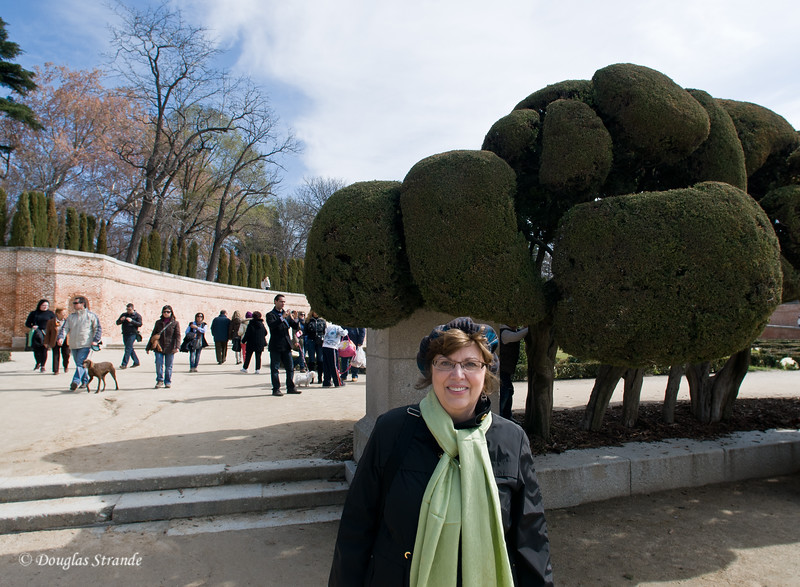 Sun 3/06 in Madrid: Louise in Retiro park