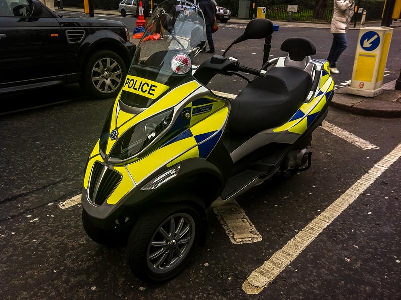 7 - Police Piaggio MP3.jpg