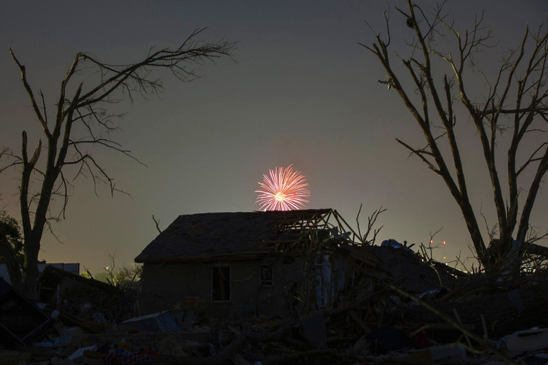 . Memorial day fireworks explode over a house damaged by the May 20 afternoon tornado in Moore, Oklahoma May 26, 2013. The tornado was the strongest in the United States in nearly two years and cut a path of destruction 17 miles (27 km) long and 1.3 (2 km) miles wide. REUTERS/Lucas Jackson