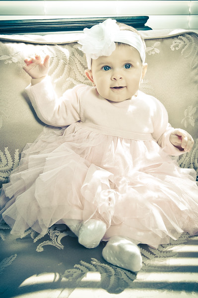 Lily at 6 months-4599.jpg