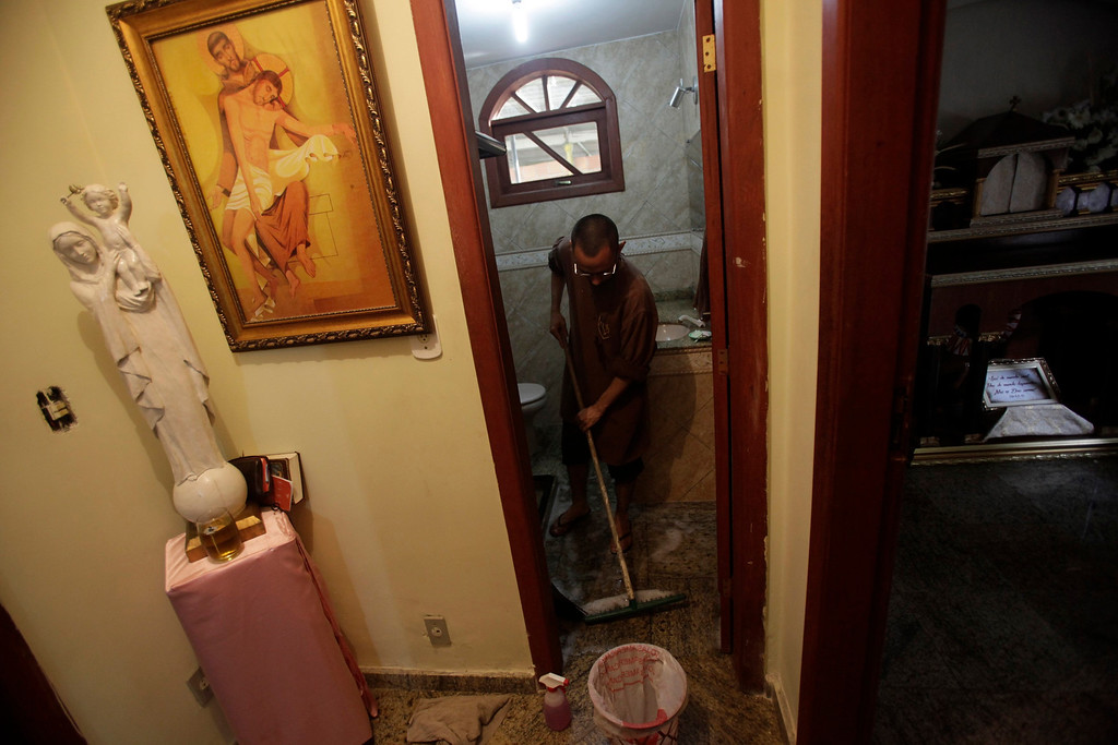 . Brother Marcos Martins, member of Franciscan fraternity, O Caminho, cleans a bathroom at the fraternity\'s house in the Campo Grande neighborhood of Rio de Janeiro April 2, 2013. O Caminho (The Way) are a group of Franciscan monks and nuns who help the homeless on the streets of Rio de Janeiro. They consider the election of Pope Francis, the first pontiff to take the name of St Francis of Assisi, to be a confirmation of their beliefs in poverty and simplicity. In July, Pope Francis will visit Rio de Janeiro in his first international trip since assuming the papacy. Picture taken April 2, 2013. REUTERS/Ricardo Moraes