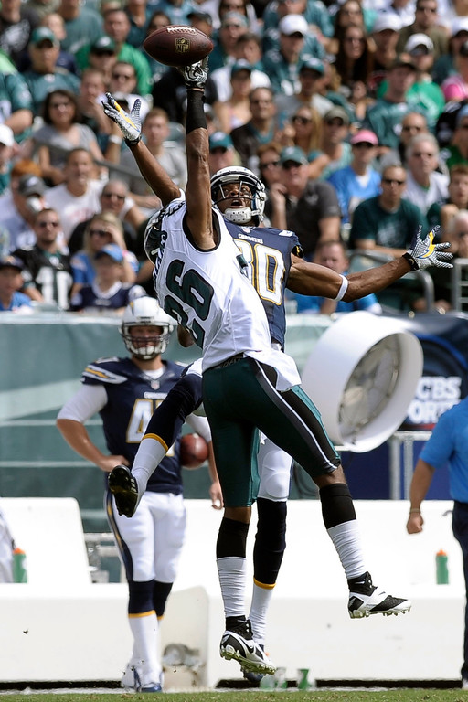 . Philadelphia Eagles\' Cary Williams, left, breaks up a pass intended for San Diego Chargers\' Malcom Floyd during the first half of an NFL football game on Sunday, Sept. 15, 2013, in Philadelphia. (AP Photo/Michael Perez)