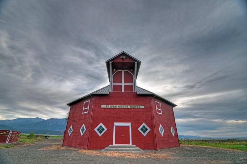 DSC_3060_red barn1.jpg