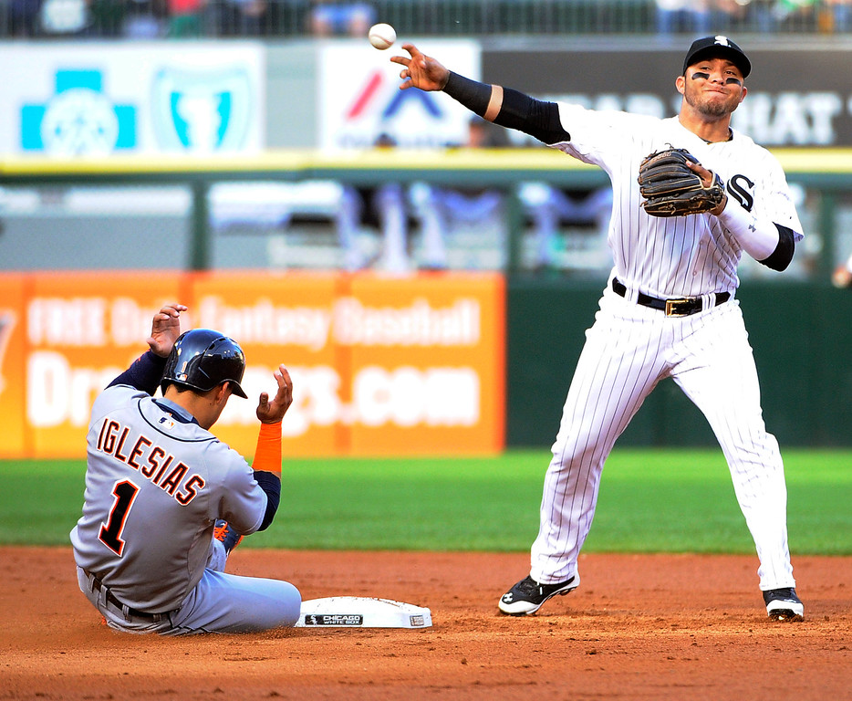 . Chicago White Sox second baseman Carlos Sanchez (5) forces out Detroit Tigers\' Jose Iglesias (1) at second base during the third inning of a baseball game, Saturday, June 6, 2015 in Chicago.  (AP Photo/David Banks)