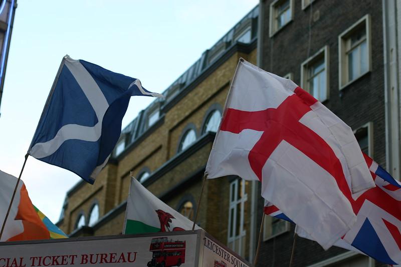 flags_2125590508_o.jpg