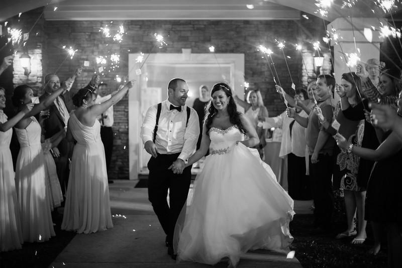 1195_Josh+Lindsey_WeddingBW.jpg