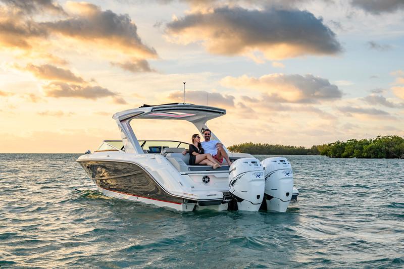 2020-SLX-R-310-outboard-lifestyle-42.jpg