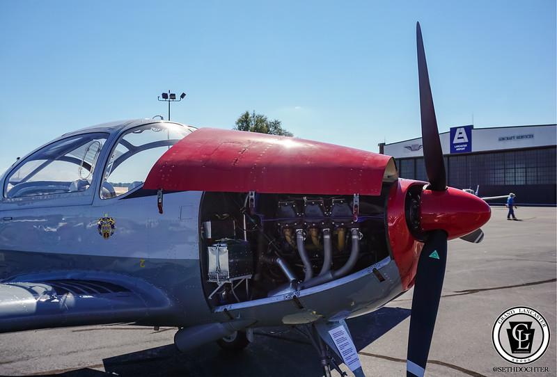 1343 - Airport - Royal Plane