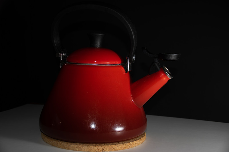 Teapot with diffuser low intensity of light