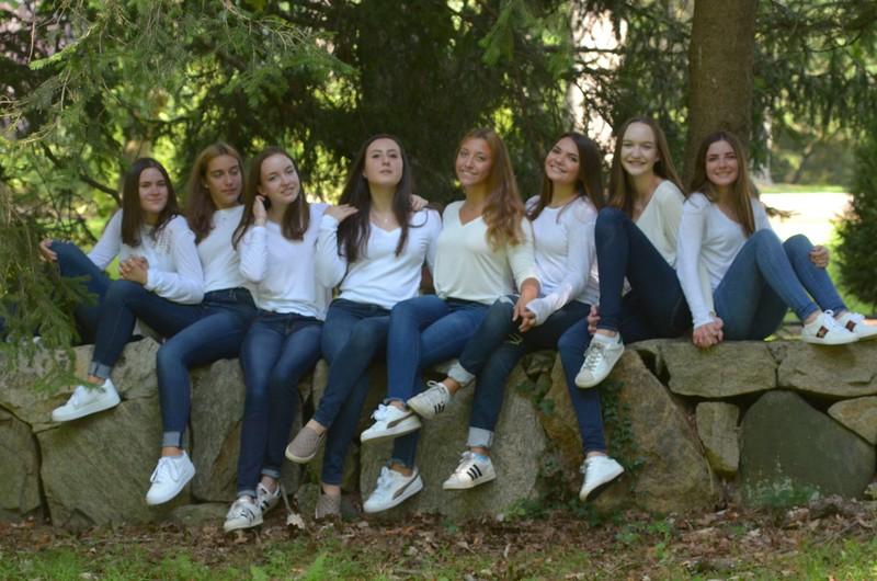 Julia Friend Group Pics - 60 of 308.jpg