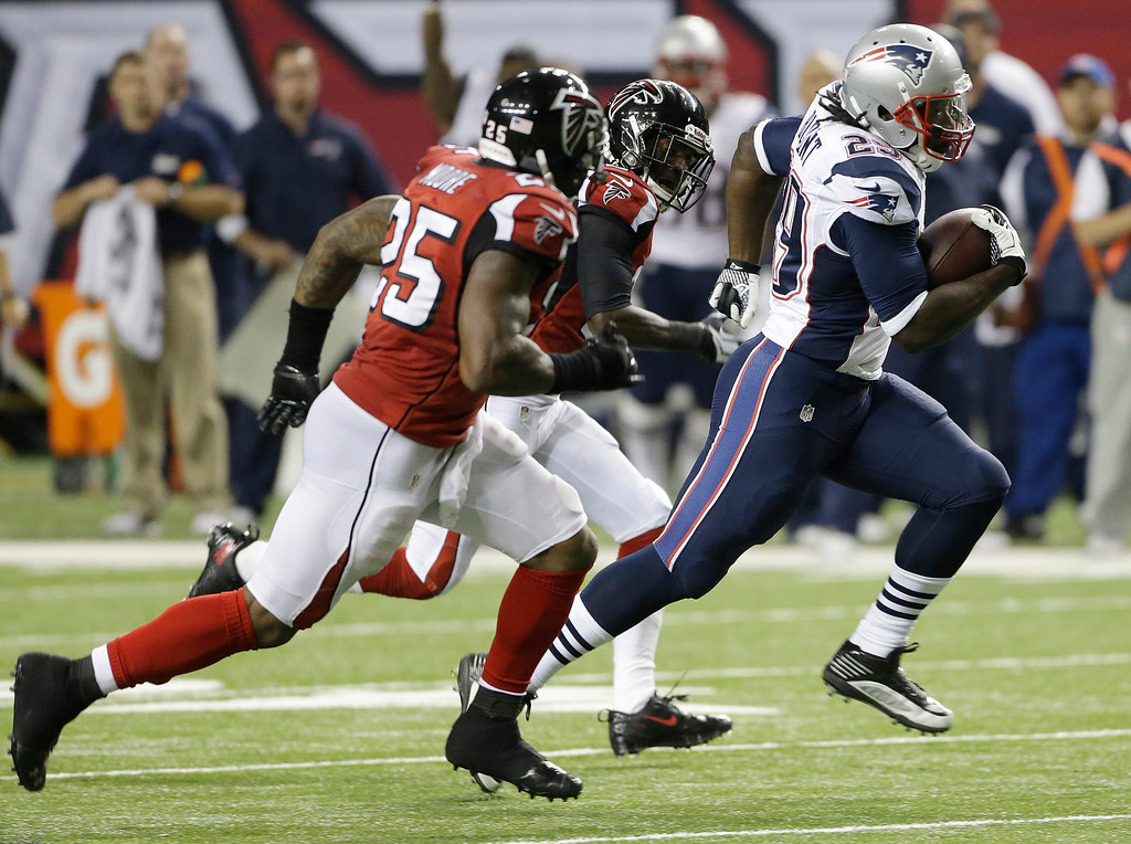 . New England Patriots running back LeGarrette Blount (29) runs towards the end zone as Atlanta Falcons cornerback Desmond Trufant, top and Atlanta Falcons strong safety William Moore (25) give chase during the second half of an NFL football game, Sunday, Sept. 29, 2013, in Atlanta. (AP Photo/John Bazemore)