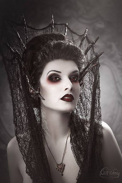 Model-La-Esmeralda-Photo-by-Lilif-Ilane-Artwork.jpg