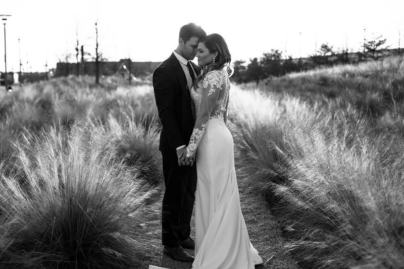 Kate&Josh_B&W_ZACH.WATHEN.PHOTOGRAPHER-452.jpg