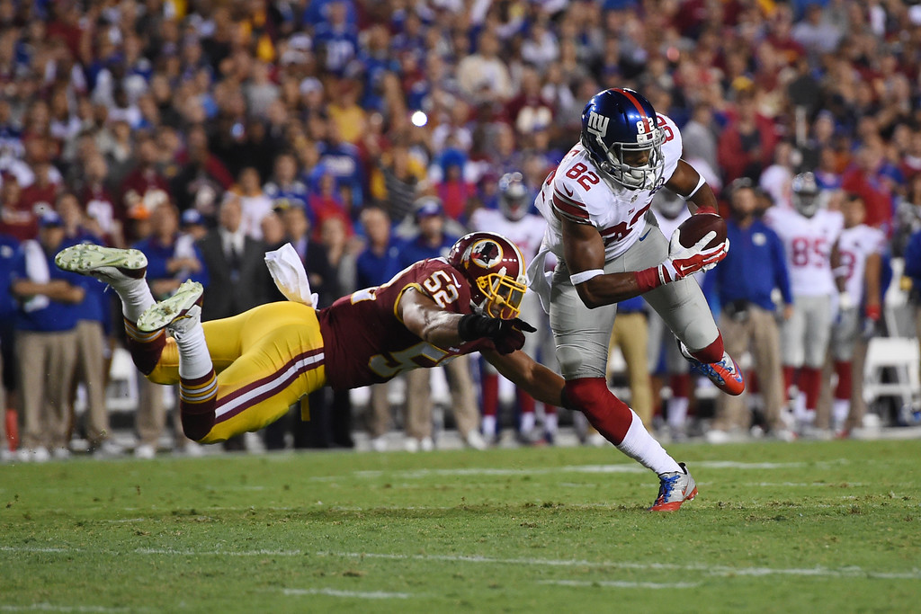 . LANDOVER, MD - SEPTEMBER 25: Wide receiver Rueben Randle #82 of the New York Giants is pressured by inside linebacker Keenan Robinson #52 of the Washington Redskins during 2nd quarter of their game at FedExField on September 25, 2014 in Landover, Maryland. (Photo by Patrick Smith/Getty Images)