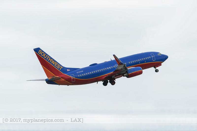 F20170219a095126_5485-Southwest-Boeing 737-7H4-N740SW.jpg
