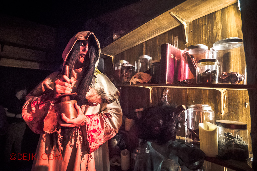 Halloween Horror Nights 7 Behind the Scenes: A Tour Inside HEX haunted house, Hoodoo Jars