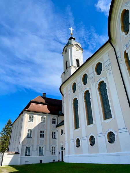 Ausflug mit Brigitte zur Wieskirche bei Steingaden, mit Brettleweg im Moor. Wunderbar wenig Tourismus. Brettlesweg als wunderbare Erinnerung in die Kindheit - zusammen mit den Großeltern / Familie.