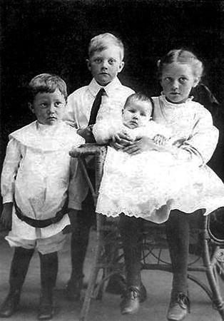 Edward Nelson Children Gordon, Henrietta, Melvin and Thelma.jpg