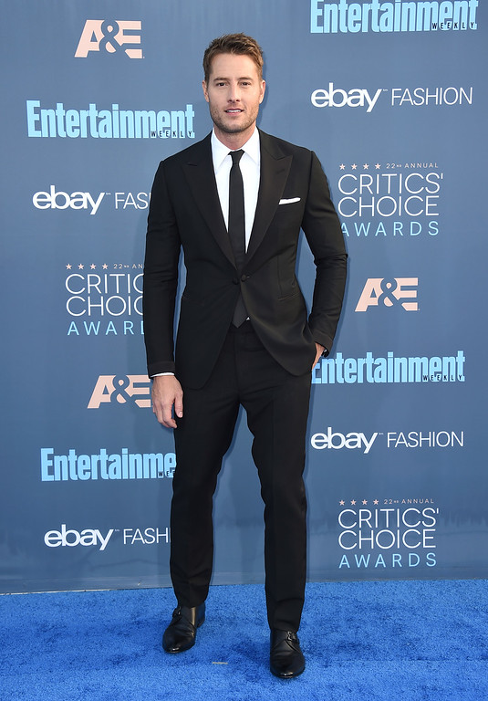 . Justin Hartley arrives at the 22nd annual Critics\' Choice Awards at the Barker Hangar on Sunday, Dec. 11, 2016, in Santa Monica, Calif. (Photo by Jordan Strauss/Invision/AP)