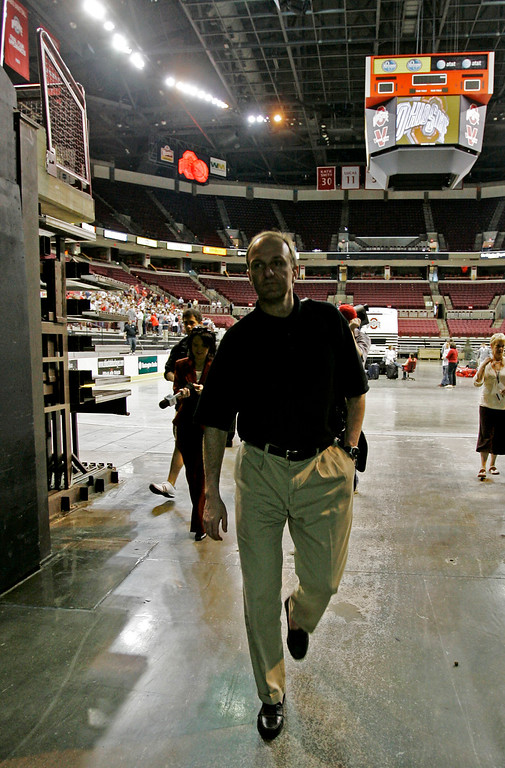 . Ohio State basketball head coach Thad Matta walks out of Value City Arena after thanking the fans who gathered for the Buckeyes arrival back on campus Tuesday, April 3, 2007 in Columbus, Ohio. (AP Photo/Kiichiro Sato)