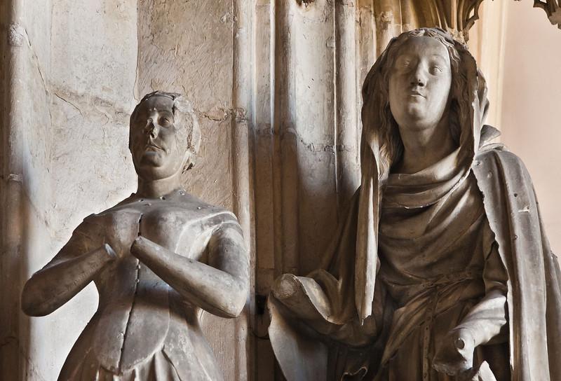 Dijon, Kartause. Sluter-Portal: Herzogin Marguerite und Katharina, Detail