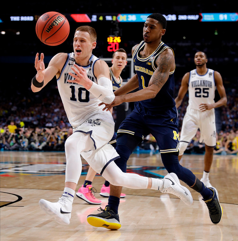 . Villanova\'s Donte DiVincenzo (10) chases the loose ball against Michigan\'s Charles Matthews (1) during the second half in the championship game of the Final Four NCAA college basketball tournament, Monday, April 2, 2018, in San Antonio. (AP Photo/David J. Phillip)