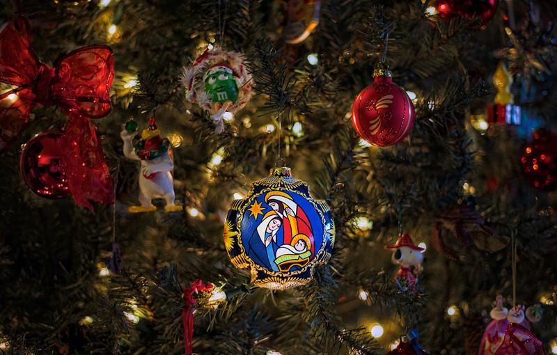 Christmas-Tree-macro 1.jpg