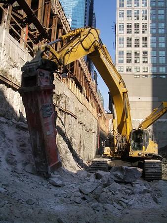 NPK GH40 hydraulic hammer on Komatsu excavator (16).jpg