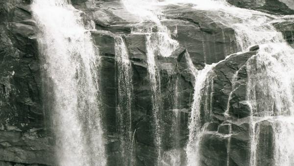 10-waterfall2.jpg