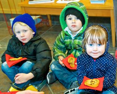SES Preschool Visit to Sisters City Hall christmas Tree 12-18-2018