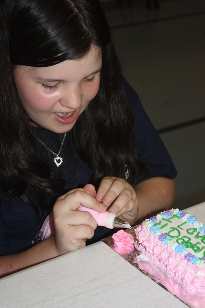Mid-Week Adventures - Cake Decorating -  6-8-2011 177.JPG
