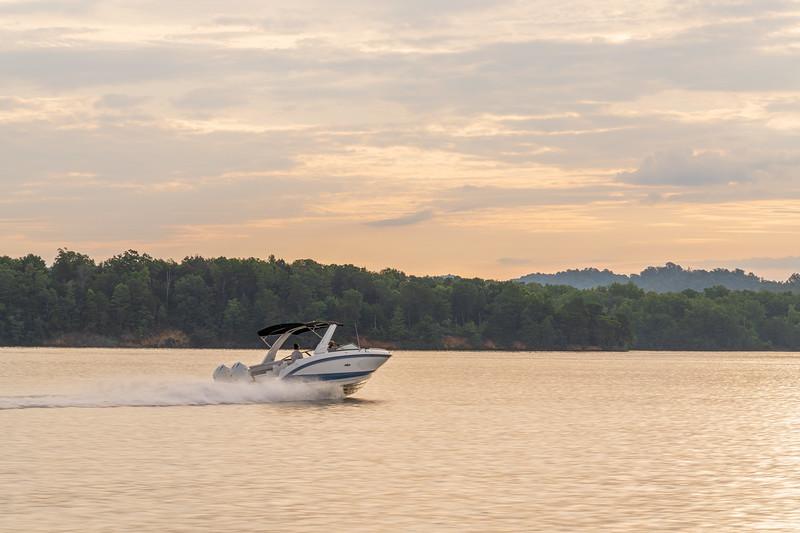 2021-SDX-290-Outboard-SDO290-running-starboard-stern-three-quarter-02419.jpg