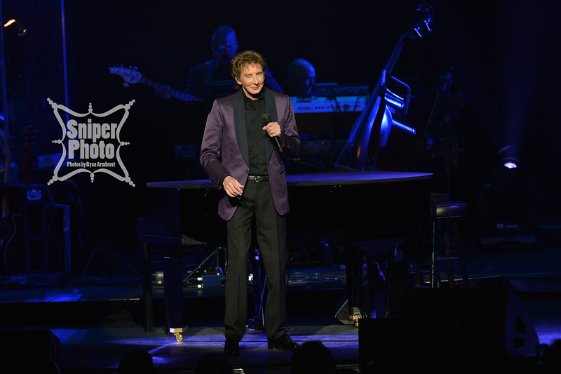Barry Manilow - Louisville Palace - Sniper Photo-3.jpg
