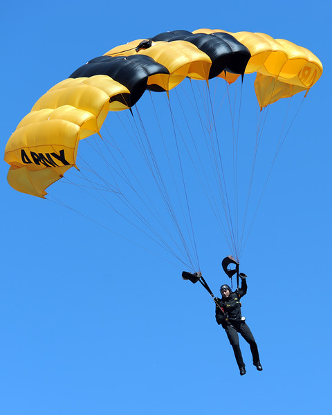 Army Golden Knights parachute team 01.jpg