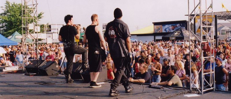 Drop with Nickelback and Three Doors Down 2004