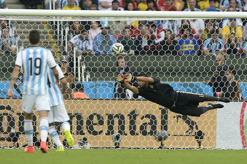 . Argentina\'s goalkeeper Sergio Romero (R) makes a save during a Group F football match between Nigeria and Argentina at the Beira-Rio Stadium in Porto Alegre during the 2014 FIFA World Cup on June 25, 2014. (JUAN MABROMATA/AFP/Getty Images)