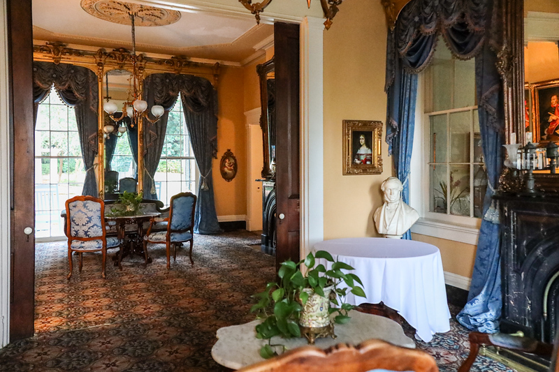 ornately decorated rooms in the southern plantation style