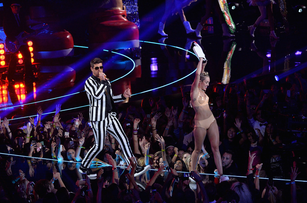 . Robin Thicke and Miley Cyrus (R) perform onstage during the 2013 MTV Video Music Awards at the Barclays Center on August 25, 2013 in the Brooklyn borough of New York City.  (Photo by Rick Diamond/Getty Images for MTV)