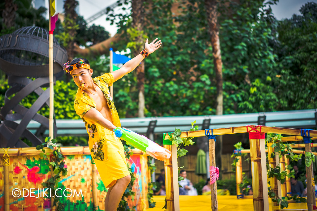 Universal Studios Singapore - Park Update May 2016 / Universal Studios Singapore Soak Out - Dancer Yellow