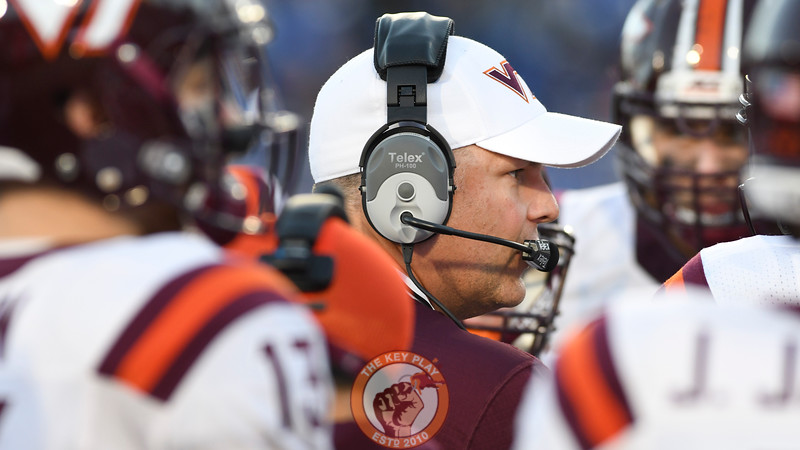 Virginia Tech head coach Justin Fuente speaks to his team in a huddle. (Michael Shroyer/TheKeyPlay.com)