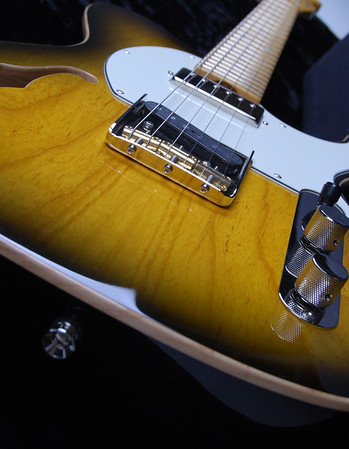 Retro Classic Hollow T, Two Tone Burst, TH Pickups