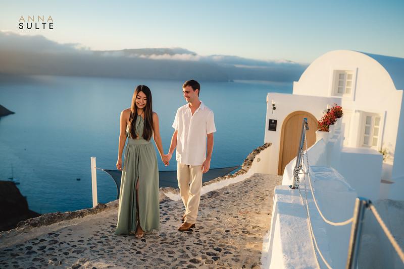 Greece-Photographer-Santorini-Oia-Photography-Destination-Engagement-Film-Photographer-Anna-Sulte-4.jpg