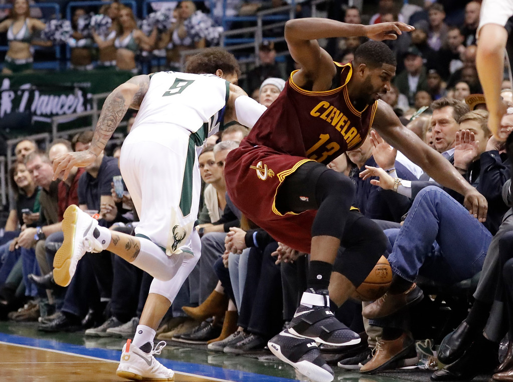 . Milwaukee Bucks\' Michael Beasley and Cleveland Cavaliers\' Tristan Thompson go after a loose ball during the second half of an NBA basketball game Tuesday, Nov. 29, 2016, in Milwaukee. (AP Photo/Morry Gash)