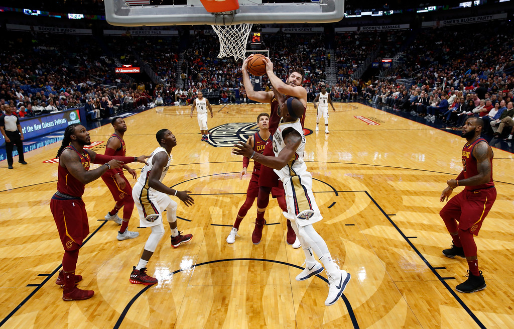. New Orleans Pelicans forward Dante Cunningham, foreground, and Cleveland Cavaliers forward Kevin Love battle under the basket in the first half of an NBA basketball game in New Orleans, Saturday, Oct. 28, 2017. (AP Photo/Gerald Herbert)