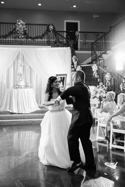 0868_Josh+Lindsey_WeddingBW.jpg
