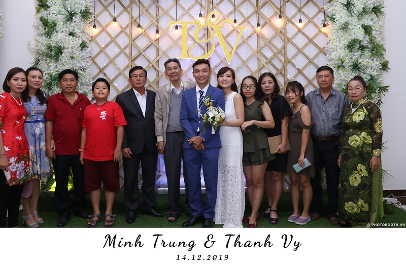 Trung-Vy-wedding-instant-print-photo-booth-Chup-anh-in-hinh-lay-lien-Tiec-cuoi-WefieBox-Photobooth-Vietnam-140.jpg