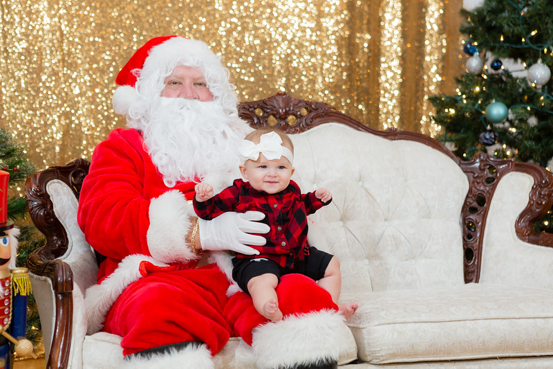 FADS Picture with Santa-327.jpg