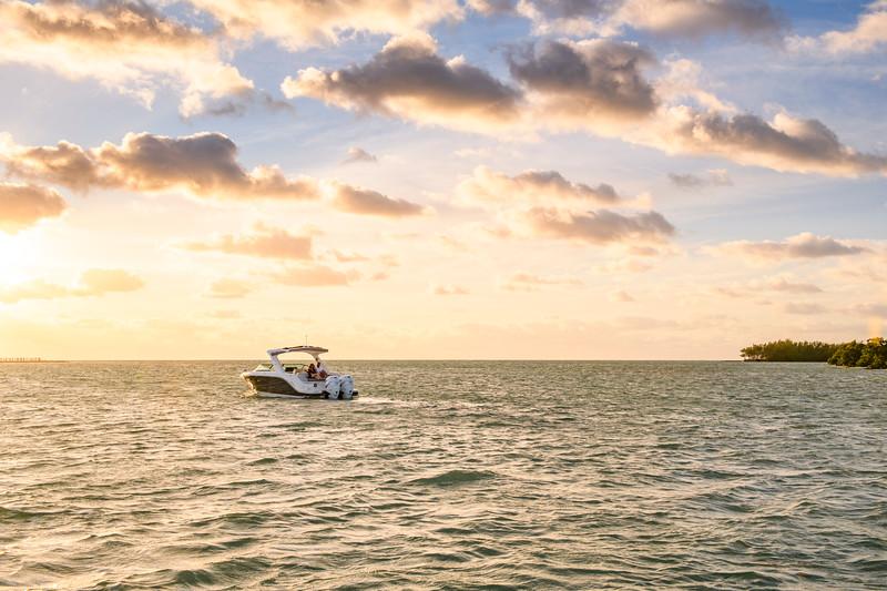 2020-SLX-R-310-outboard-lifestyle-40.jpg