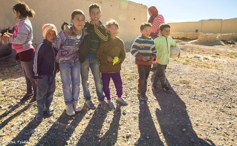 ילדים בכפר.jpg